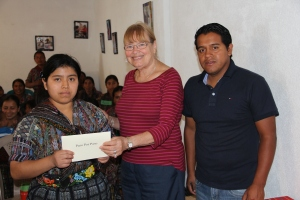 Wendy and Oscar present the cheque.